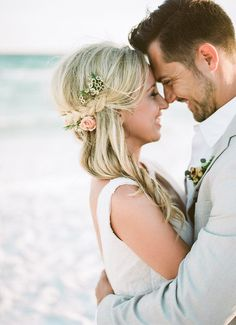 While Texas always makes a lovely location for a wedding, newlyweds Jade and Dan knew they wanted the laid-back essence a beach wedding would provide. The coupl