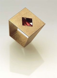 Ring by contemporary jewelry artist Alberta Vita #contemporaryjewelry #ContemporaryJewelry