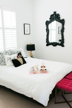 White, black & gold modern bedroom with pops of color || Beth Aschenbach's Palm Beach Home Tour #theeverygirl