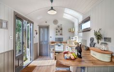 The Shepherds Hut Retreat is the ultimate glamping experience right in the heart of Somerset. Tiny House Living, Home And Living, Small Space Living, Living Spaces, Glamping, Tiny House France, Cali, Monsaraz, Small Cottages