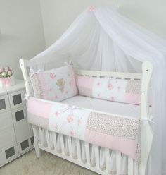 71370 - MOSQUITEIRO PAREDE EM VOAL 2.45M ALT. X 5.90M COMP. VOIL 100% POLIÉSTER Baby Bedroom, Nursery Bedding, Baby Sheets, Cot Bumper, Baby Bassinet, Baby Furniture, Cool Baby Stuff, Girl Room, New Baby Products