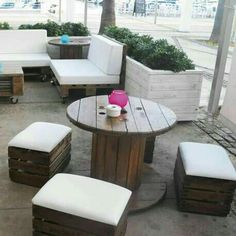 Strategy, methods, including resource in pursuance of receiving the very best outcome as well as making the maximum usage of patio furniture Rustic Outdoor Furniture, Wooden Pallet Furniture, Cool Furniture, Outdoor Decor, Furniture Layout, Café Bar, Wooden Projects, Patio Chairs, Corner Garden