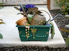 FREE Ideas : Artbeads.com - Garden Gift Basket - A great set to surprise your mom with on Mother's Day