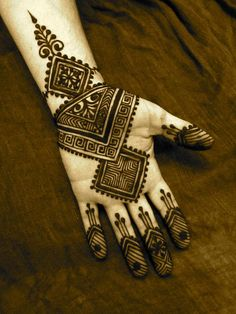 Mehndi Designs Arabic - In modern days every girl use Mehendi Designs because they want to look perfect. Mehandi designs are very famous among woman of all age Henna Hand Designs, Mehandi Design For Hand, Simple Arabic Mehndi Designs, Beautiful Henna Designs, Latest Mehndi Designs, Simple Henna, Henna Tattoo Designs, Easy Henna, Tribal Henna Designs
