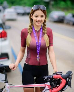 As a beginner mountain cyclist, it is quite natural for you to get a bit overloaded with all the mtb devices that you see in a bike shop or shop. There are numerous types of mountain bike accessori… Bicycle Women, Bicycle Girl, Radler, Female Cyclist, Cycling Girls, Cycle Chic, Sporty Girls, Biker Girl, Female Athletes