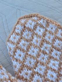 Knit Mittens, Knitted Hats, Blanket, Knitting, Crochet, Charts, Graphics, Tricot, Knit Caps