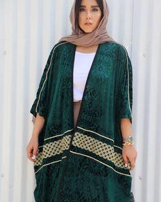 Hijab Fashion Summer, Street Hijab Fashion, Abaya Fashion, Muslim Fashion, Estilo Abaya, Dubai Fashionista, Iranian Women Fashion, Abaya Designs, Young Fashion