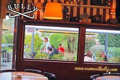 Dicen que va a salir el sol con fuerza de nuevo en #Donostia #SanSebastian así que igual es un buen plan ir a comer a la terraza del #vamosalbully #aiete #berabera que aquí en pleno #zinemaldia se está de cine. Mas info en www. vamosalbully .com