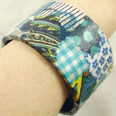 Naughty Secretary Club: I Love to Create: Recycled Fabric Bangles Diy Projects For Kids, Crafts For Girls, Diy For Kids, Cool Kids, Art Projects, School Age Activities, Cardboard Rolls, Recycled Fabric, Recycled Crafts