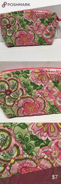 Vera Bradley Vera Bradley Cosmetic bag.  Great for those essential cosmetic items.  Great condition and super cute VB pattern.  10% off 2 or more items.  Thank you! Vera Bradley Bags Cosmetic Bags & Cases