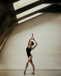 Ballet ballerina new york city ballet prima ballerina dancer dance soloist Dance Picture Poses, Dance Photo Shoot, Poses Photo, Dance Pictures, Ballet Vintage, Dance Aesthetic, Photoshoot Idea, Dance Photography Poses, Contemporary Dance Photography