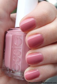 Essie Fun in the Gondola. This is a total Kristen color, but I didn't like it so much at Target when I saw it :/