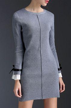 les poignets Grey Fashion, Fashion Wear, Couture Fashion, Hijab Fashion, Fashion Dresses, Fashion Design, Cute Dresses, Vintage Dresses, Casual Dresses