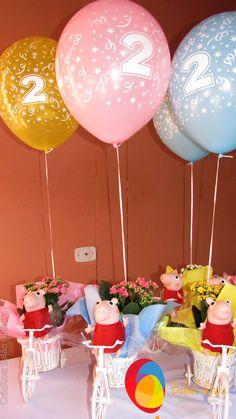 Festa da Peppa  Arranjo de mesa de convidados com balões.  Créditos: Balão Cultura www,boxbalao.com Bolo Da Peppa Pig, Maria Alice, George Pig, Birthday, Party, Picnics, Frozen Party, Desk Arrangements, 4 Years