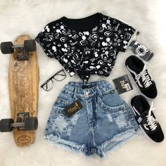 Less cropped minus the skateboard Teen Fashion Outfits, Cute Fashion, Outfits For Teens, Girl Outfits, Womens Fashion, Fashion Mode, Disney Outfits, School Outfits, Cute Summer Outfits