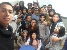 Mi salón con el profesor Andrés Gonzales Luna en el último día de clases de 6° ciclo en el aula 512.