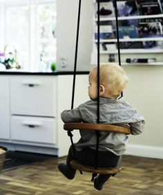 Great idea for an indoor baby swing. It would make getting dinner ready so much easier! Casa Kids, Indoor Swing, Diy Swing, Outdoor Baby Swing, Indoor Playground, Diy Bebe, Baby Swings, Baby Fever, Future Baby