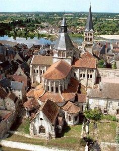 Cathédrale romane de Nevers                                                                                                                                                                                 Plus