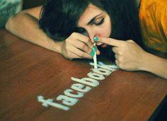 Ik ben veel online op Facebook en daar heb ik dan ook wel is contact op met mijn vrienden