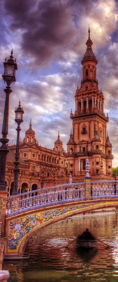 Plaza de España Square in Seville, Spain Granada, Places Around The World, Travel Around The World, Wonderful Places, Beautiful Places, Voyager C'est Vivre, Places To Travel, Places To Visit, Belle Villa
