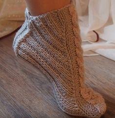 Crochet Ripple, Chunky Crochet, Diy Crochet, Lace Knitting, Knitting Socks, Knitting Patterns, Crochet Boots Pattern, Diy Crafts Knitting, Crochet Symbols