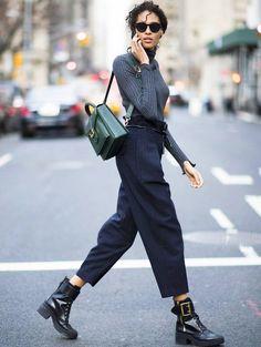 Top moulant + pantalon large 7/8 = le bon mix