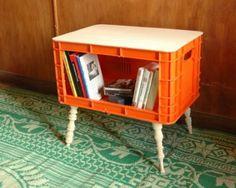 Sillas, mesas taburetes altos y bajos reciclados a partir de cajas de frutas, del diseñador israelí Natismosko