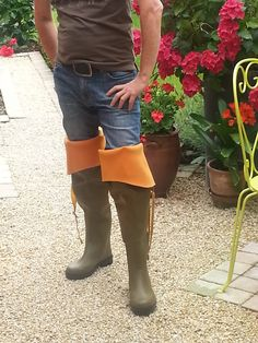 Guys Wearing Rubber Boots : Foto