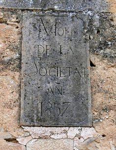 Anys 2000. Molí de la Societat. Vall Major, Granyena de les Garrigues, (fot. de Mateu Esquerda Ribes). Llosa damunt de la porta principal,...