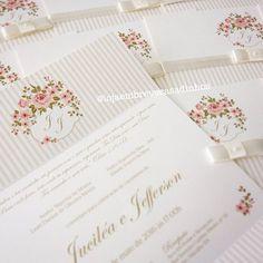 Mais detalhes da produção ultra romântica e delicada de hoje  - Peça seu orçamento por e-mail: atendimento@embrevecasadinhos.com.br - #casamento #noiva #boatarde #noivas #lovebirds #convitedecasamento #floral #wedding #invitation #flores #riodejaneiro #noivasrj #noivasdefloripa #floripa #rosa #offwhite #lojaembrevecasadinhos #amor  #lindo