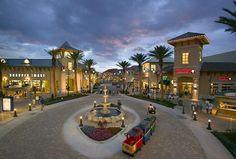 Destin Commons Shopping Centre in Destin Florida. Neat place to Shop