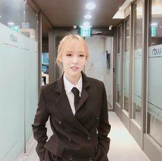 Moonbyul looks so good! South Korean Girls, Korean Girl Groups, Rapper, Mod Girl, Mamamoo Moonbyul, Rainbow Bridge, Suits For Women, Kpop Girls, Female Models