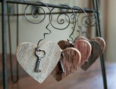 Barnwood Heart Key Ornament Gray Barnwood Gift Tags by HopperRoad Key Crafts, Heart Crafts, Wire Crafts, Arts And Crafts, Shabby Chic Dining, Shabby Chic Fabric, Barn Wood Crafts, Rustic Crafts, Primitive Crafts