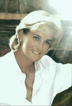 Beautiful pic of Princess Diana...she was gorgeous and Charles was blind.