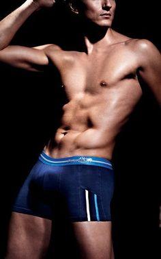 #Boxer Punto blanco hombre marino observe. Ref: 3307840 140. Boxer de media pierna tono azul marino, con franjas laterales en contraste. http://www.varelaintimo.com/marca/21/punto-blanco #underwear #menswear #ropaHombre #ropaInterior #calzoncillos
