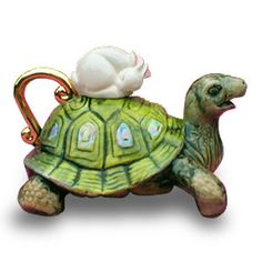 turtle teapot resmi. I like the napping hare lid handle.