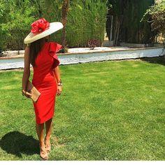 "1,878 Me gusta, 11 comentarios - Invitada Ideal by Margarita (@invitadaideal) en Instagram: ""Estilazo de @rorogallar de rojo! ❤️❤️❤️ Invitada 10! • • • • #moda #invitadaideal #lookboda…"" Cute Dresses, Short Dresses, Derby Outfits, Cool Outfits, Casual Outfits, Girl Fashion, Fashion Dresses, Derby Dress, Chic Dress"