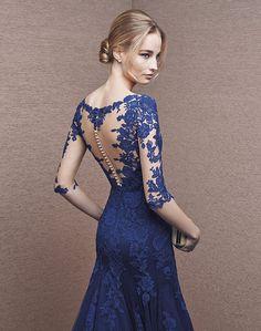 c27b6f5a31 Vestido de fiesta encaje azul con transparencias
