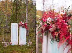 Двери выездная регистрация коралловый красный гладиолус аспарагус винтажная винтаж Свадьба wedding inspiration vintage doors ceremony