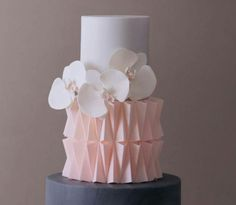 wedding cakes pink The bottom would cool in gold or emerald. Or a mixture of both. Cool Wedding Cakes, Elegant Wedding Cakes, Elegant Cakes, Wedding Cake Designs, Gorgeous Cakes, Pretty Cakes, Cute Cakes, Fondant Cakes, Cupcake Cakes