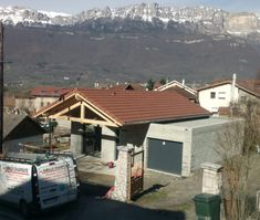 Goncelin chantier terminé Grenoble, Shed, Outdoor Structures, Cabin, House Styles, Home Decor, Shades Of Red, Home, Decoration Home