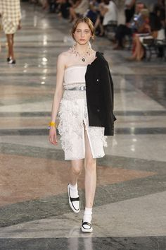 Chanel Resort 2017 Collection Photos - Vogue