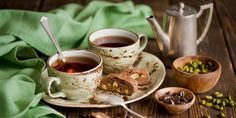 Tomar chá é tido como um evento social em muitas partes do mundo. Para quem ama o ritual, nada como receber convidados com uma bela mesa de chá. Veja dicas!
