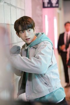 First time I ever saw Jinyoung in a drama was in Dream High 2 (wow nostalgia). Seeing him as such a perfect male lead in this one makes me so proud. the actor you are today, Park Jin Young.🖤 // He is Psychometric Got7 Jinyoung, Youngjae, Bambam, Jyp Got7, Kim Yugyeom, J Pop, Girls Girls Girls, Mark Jackson, Korean Celebrities