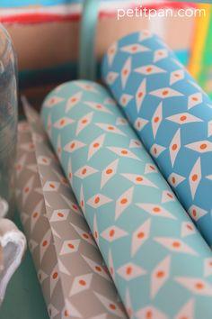 """* New* Papier peint Petit Pan. Motif """"Pépin"""" bleu, azur et gris."""