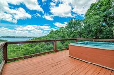 Waterfront Lake House with Hot Tub, Wifi, Netflix, and Cable!