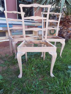 """Δεν την ήξερα τη Zefi... Μη πήρε μια μέρα τηλέφωνο κατά τη διάρκεια του lockdown. -""""Έχω 3 καρέκλες και θέλω να τις κάνεις όπως αυτή που έχεις στη βιτρίνα της #WOORD. θέλω να τις βγάλεις """"ξύλο"""" και να μείνουν έτσι. Γίνεται;"""" -Κι έγινε!!! #woordart #woord_art #furnituremakeover Dining Chairs, Furniture, Home Decor, Decoration Home, Room Decor, Dining Chair, Home Furnishings, Home Interior Design, Dining Table Chairs"""