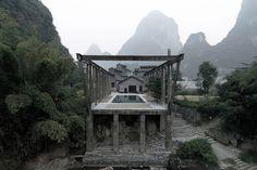 Ten nietypowy hotel mieści się w zabytkowym kompleksie w chińskich górach. Architekci zrewitalizowali stary młyn i dodali do niego ciąg nowoczesnych budynków, tworząc tym samym wyjątkowy luksusowy resort.