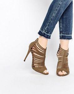 cadac14f11aa9 526 meilleures images du tableau Chaussures en 2019   Shoes heels ...