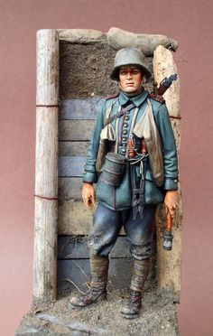 scale model toy soldier of a WWI German Stormtrooper. Lead Soldiers, Toy Soldiers, Military Figures, Military Diorama, 3d Figures, Model Hobbies, Military Modelling, Miniature Figurines, Dioramas